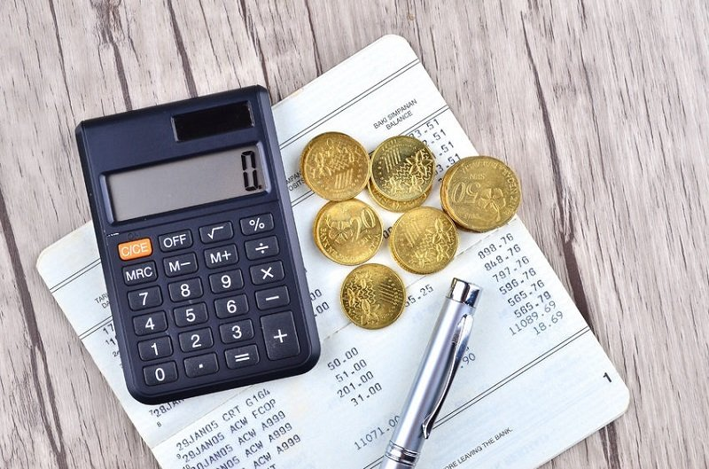 How to Tell the Difference Between A Current Account and