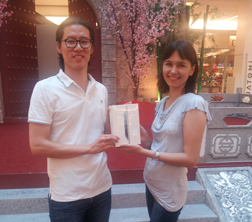 RinggitPlus.com iPad mini competition winner gets her prize