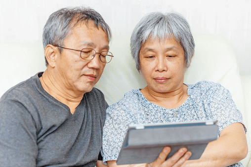 Steps to Helping Your Elderly Parents Manage Their Money
